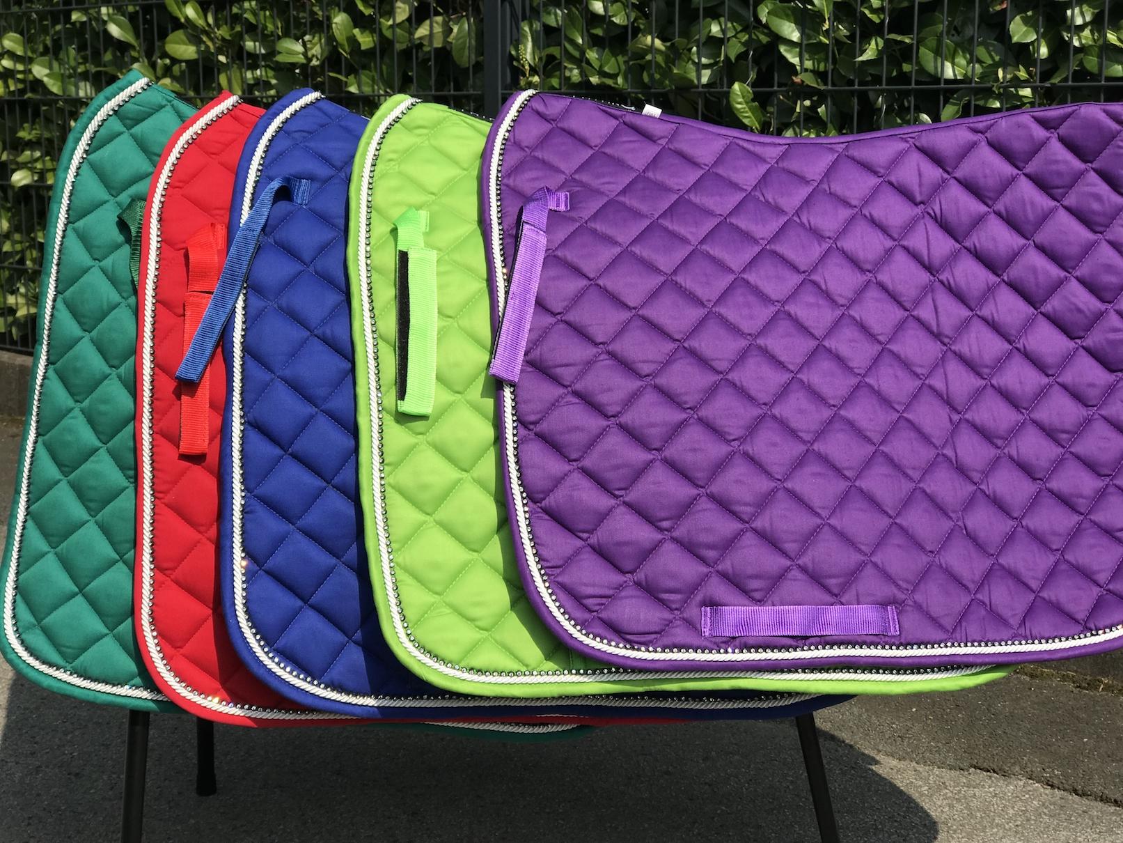 NEU Dressur trendige Schabracke in TOP Farben Strass